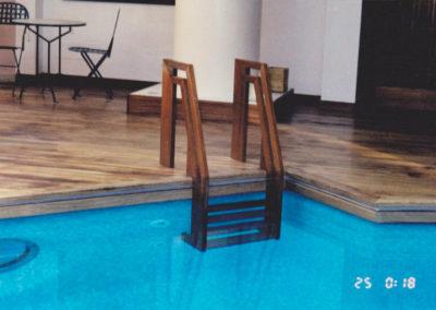 Carpintería Gregori / escalera madera piscina